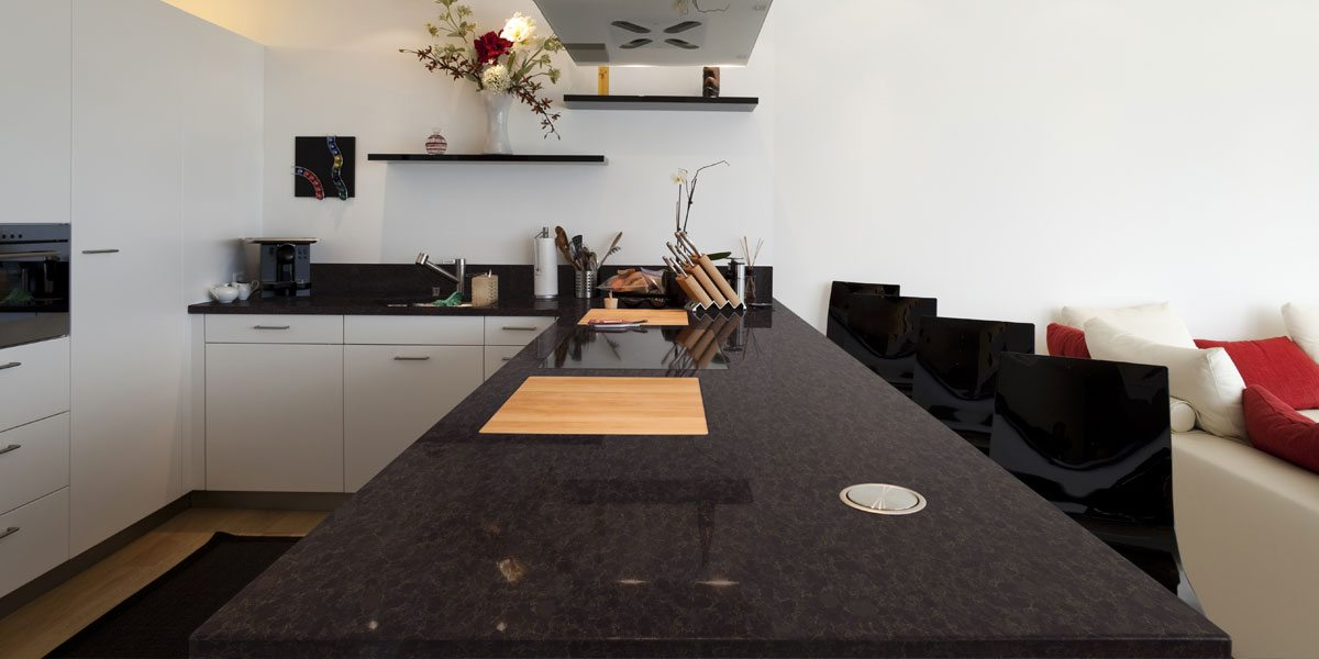 black quartz kitchen counters